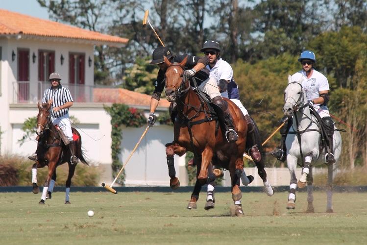 Gustavo Garcia em jogada (crédito/30jardas.com.br)
