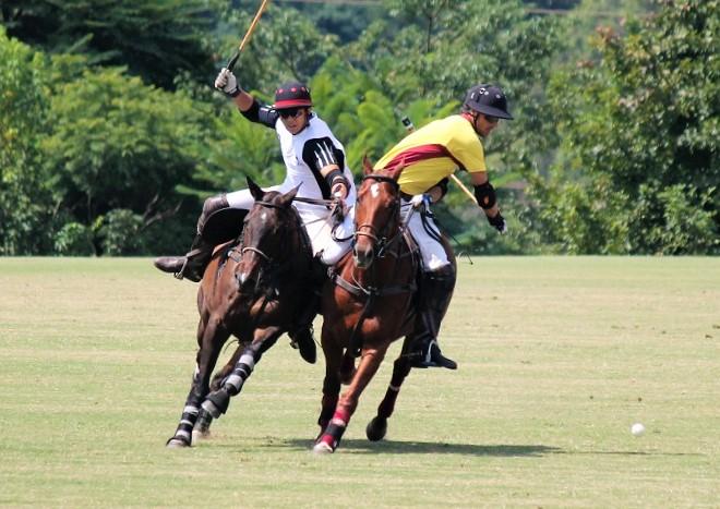 Nando Pelosini (à dir.) atua com a equipe Itanhangá, finalista da competição (crédito da foto/30jardas.com.br)
